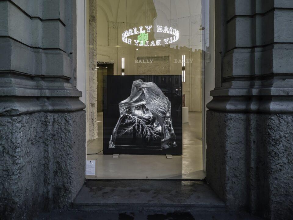 Installazione Alan Bogana, Premi Artista Bally 2017 nello showroom Bally a Milano
